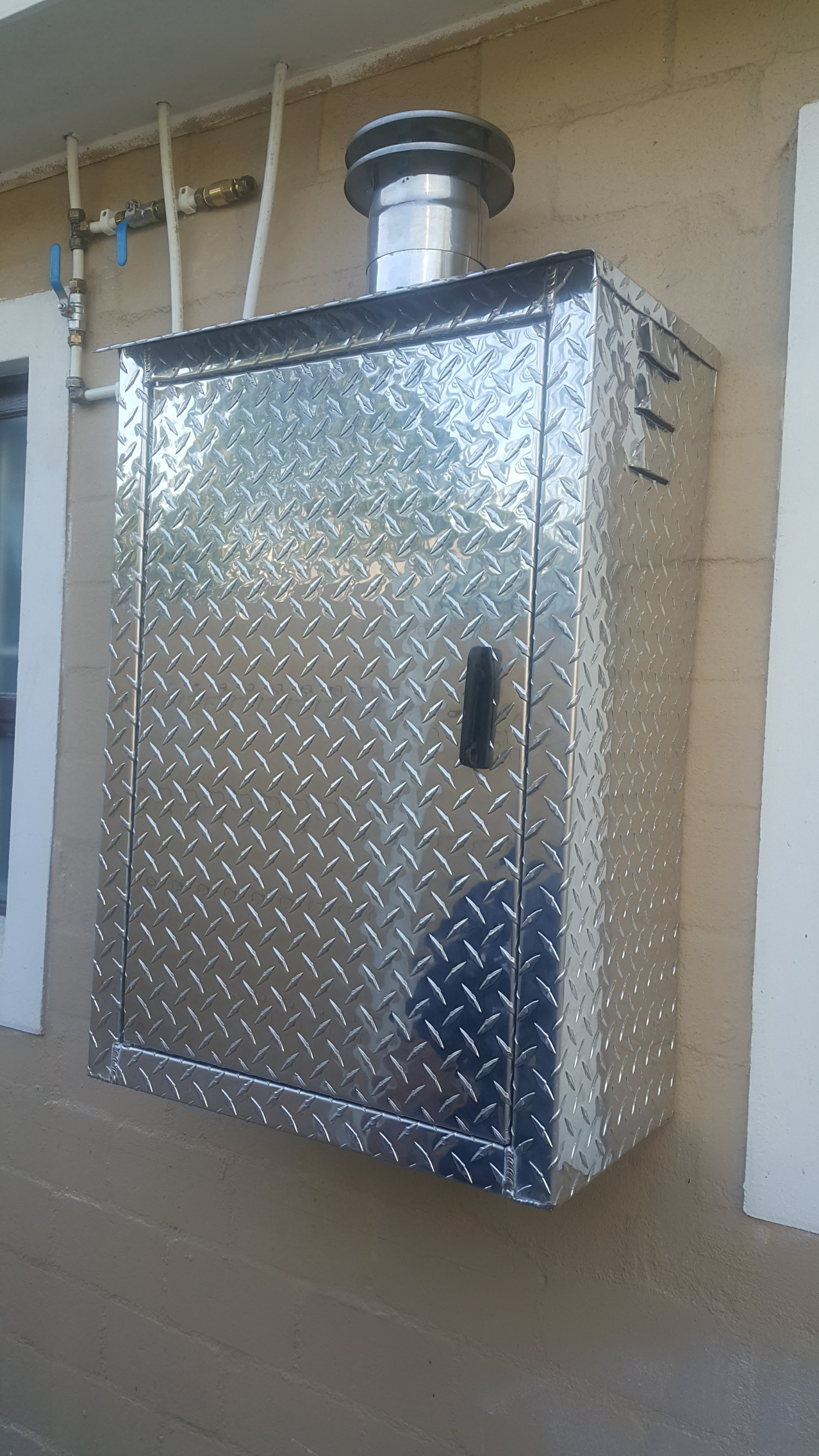 Gas geyser aluminium weather cabinet